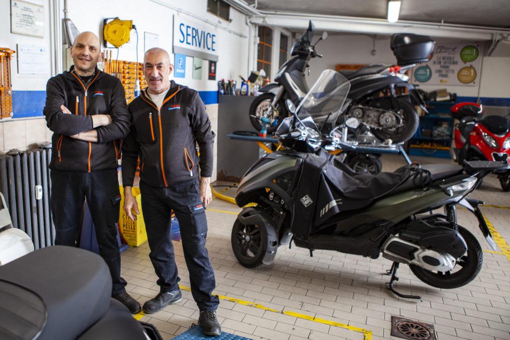 L'officina Tosa può avvalersi di personale specializzato come il capofficina Emanuele Teneziano e il meccanico Marco Minarelli